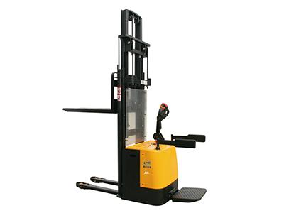 QDA Electric Pallet Stacker